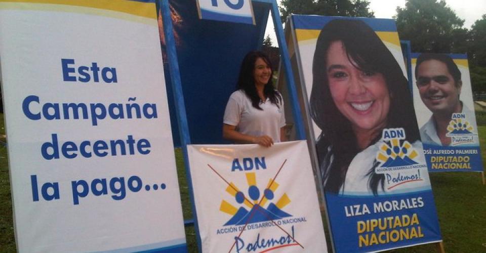 Propaganda de campaña de ADN, con la candidata Liza Morales.