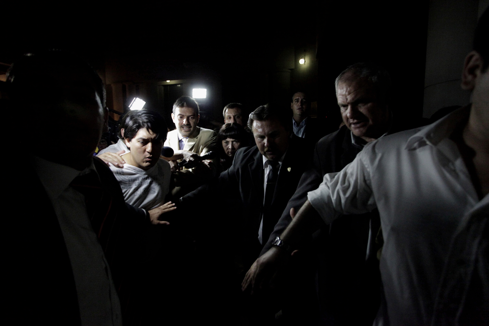 Susana Trimarco, se retira del edificio de tribunales, luego de escuchar la sentencia que dejaba en libertad a todos los acusados de secuestrar a su hija, Marita Verón.