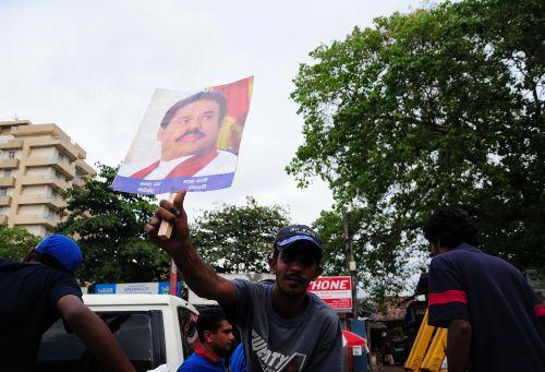 La presión internacional no ha hecho menguar el respaldo popular al presidente Rajapaksa.  Crédito: Amantha Perera/IPS