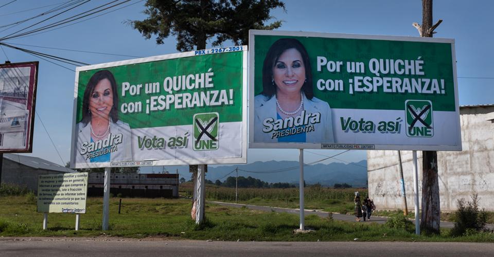 """En una valla publicitaria de la UNE en Santa Cruz, El Quiché, se lee: """"Por un Quiché con ¡Esperanza!"""""""