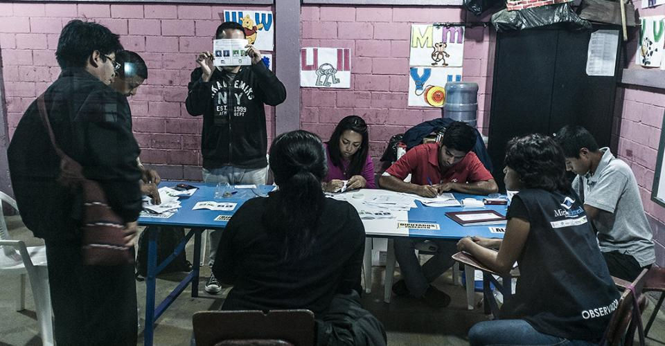 El recuento de votos en Chimaltenango transcurrió libre de incidentes y con extrema rapidez. El nombre del partido de Jimmy Morales, FCN-Nación, fue nombrado varias veces en el conteo de votos.