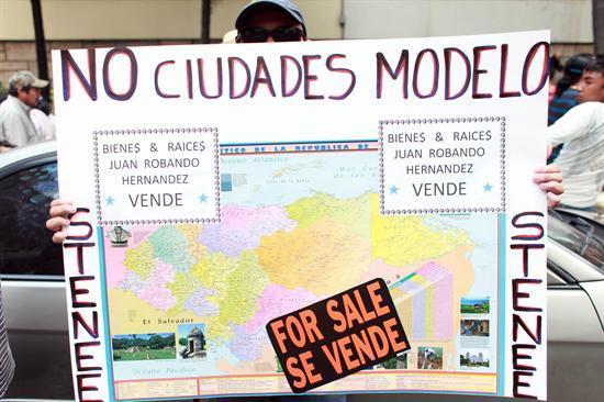 Protesta el 17 de octubre, previo a que la CSJ fallara contra ciudades modelo. Agencia EFE