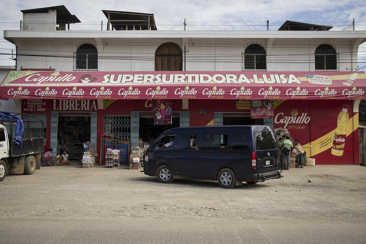 La presencia de Capullo, la marca bajo la cual NaturAceites vende el aceite de palma, es evidente en el municipio de Fray Bartolomé de las Casas.