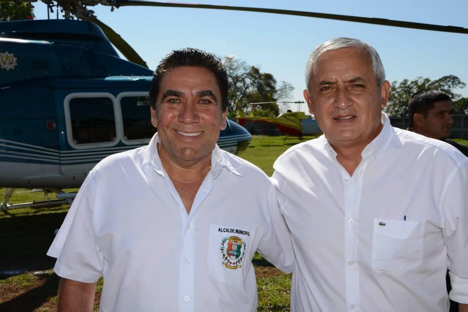 Rubelio Recinos con el presidente Otto Pérez Molina.