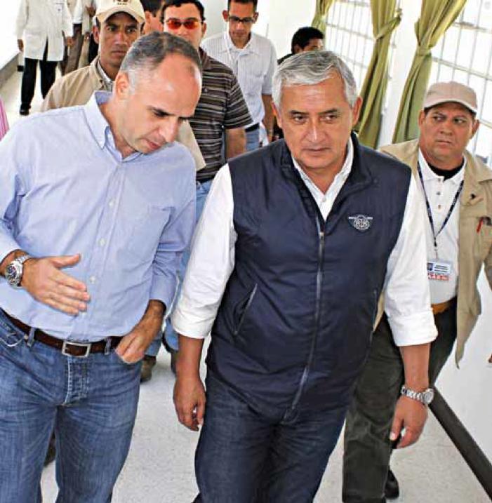 Eduardo Villacorta y Otto Pérez en junio de 2012.