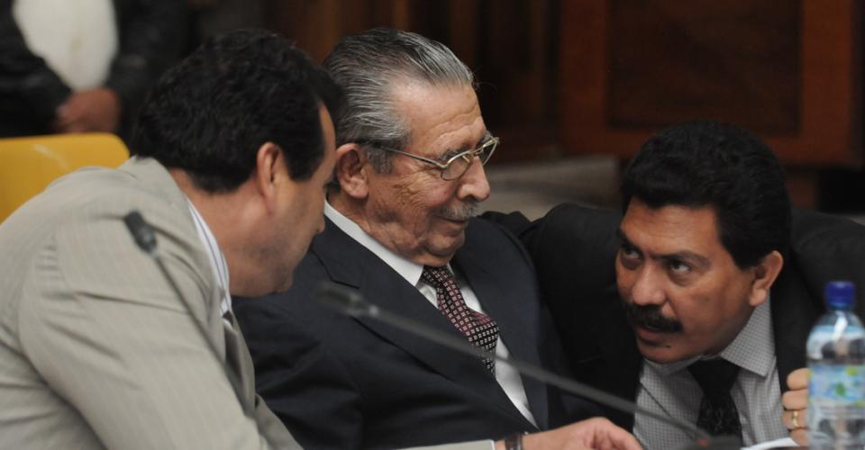 Los abogados Calderón y García Gudiel durante la audiencia.