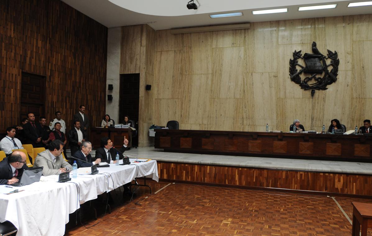 Francisco García Gudiel el día en que fue suspendido por su comportamiento en el juicio por genocidio.