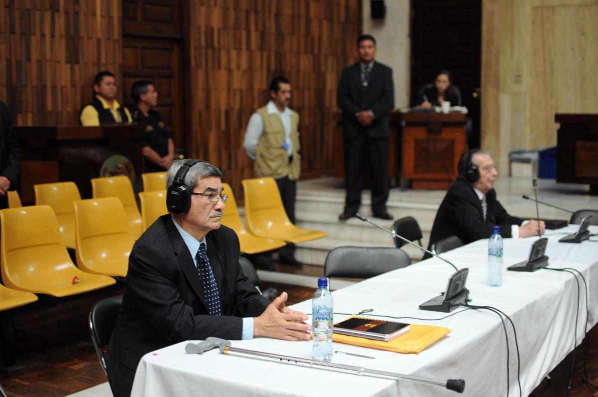 José Rodríguez Sánchez y José Efraín Ríos Montt quedaron solos. Fotografías de Sandra Sebastián