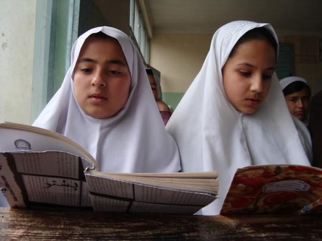 Alrededor de 82 por ciento de las niñas afganas abandonan la escuela antes de sexto grado, en parte debido al matrimonio temprano.   Crédito: Najibullah Musafer/Killid