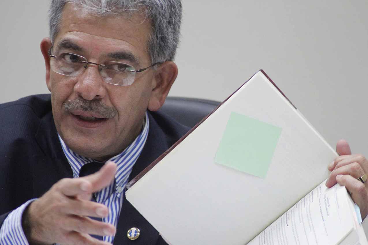 El juez Miguel Angel Gálvez dictaminó que los dos ex militares serán juzgados por genocidio.