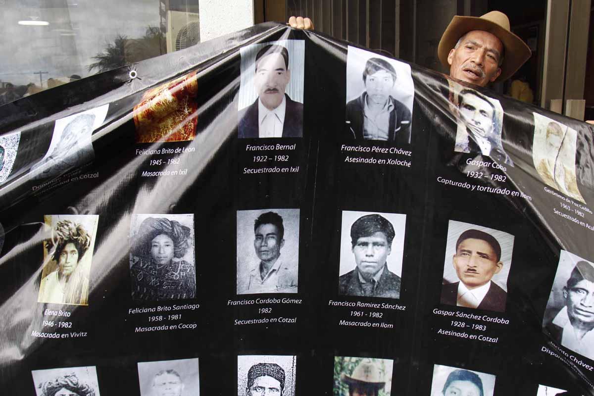 Las víctimas ixiles durante el conflicto armado en Guatemala. Fotografías de Carlos Sebastián.