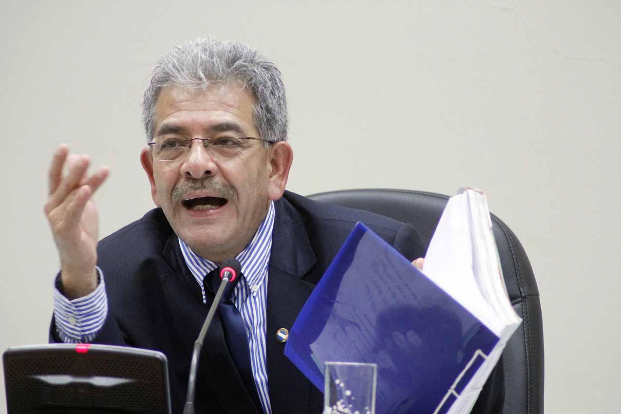 El juez Miguel Angel Gálvez dictó apertura a juicio para los ex generales.