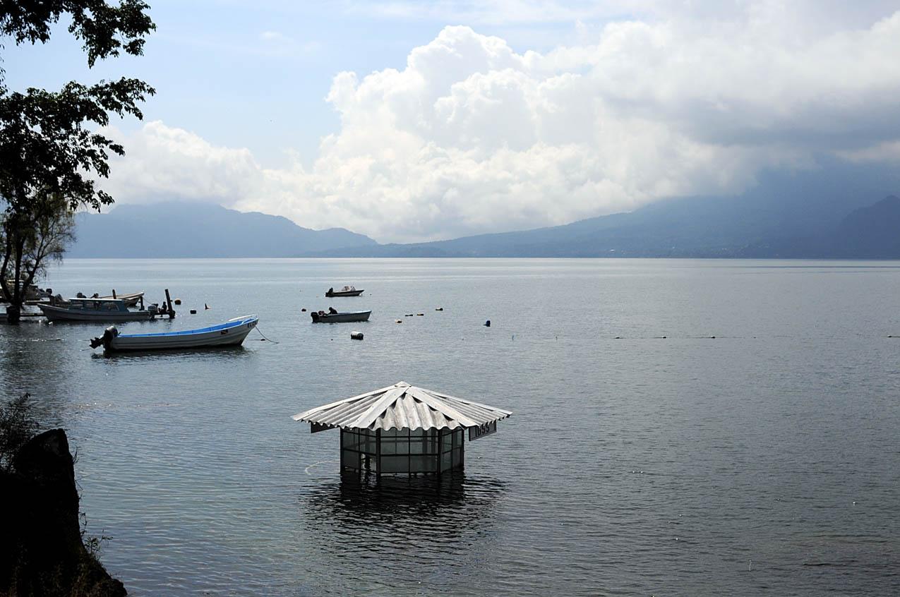 Las aguas del Lago de Atitlán aumentan cada año.