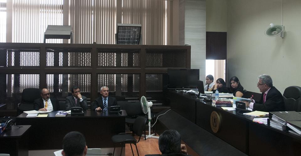 El juez Miguel Ángel Gálvez ligó a proceso al expresidente y lo envió a prisión preventiva por tres delitos.