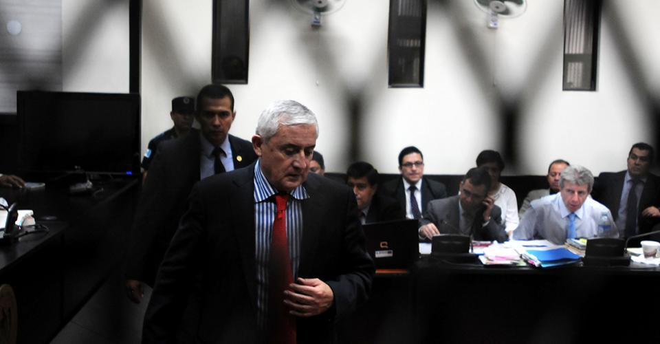 El general retirado Otto Pérez Molina dejó de ser presidente de Guatemala recluido en el interior de una Corte de Justicia.
