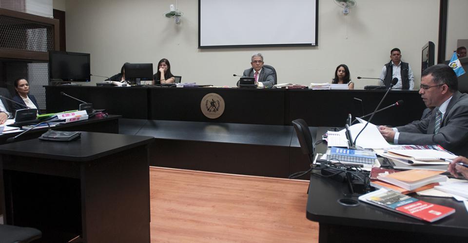 El fiscal del Ministerio Público expone las pruebas que incriminan a Roxana Baldetti en el grupo criminal que defraudaba al Estado.