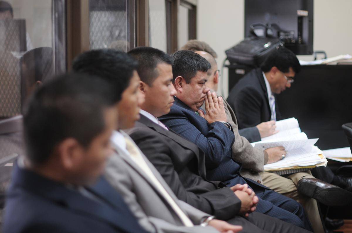 Los acusados escuchan al Ministerio Público.