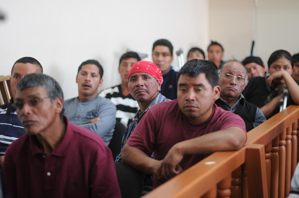 A la audiencia asistieron los soldados heridos en la manifestación.