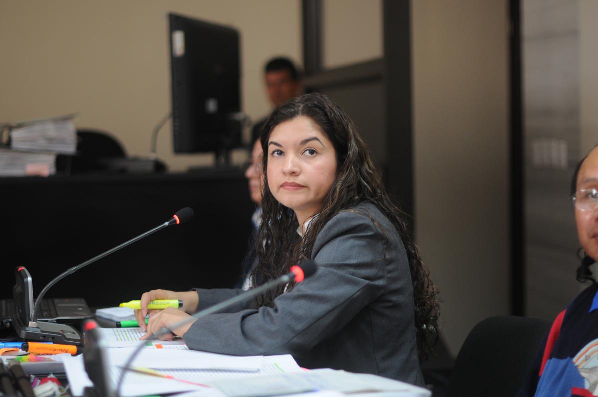 En algún momento la fiscal se vio obligada a pedir ayuda a la juez.