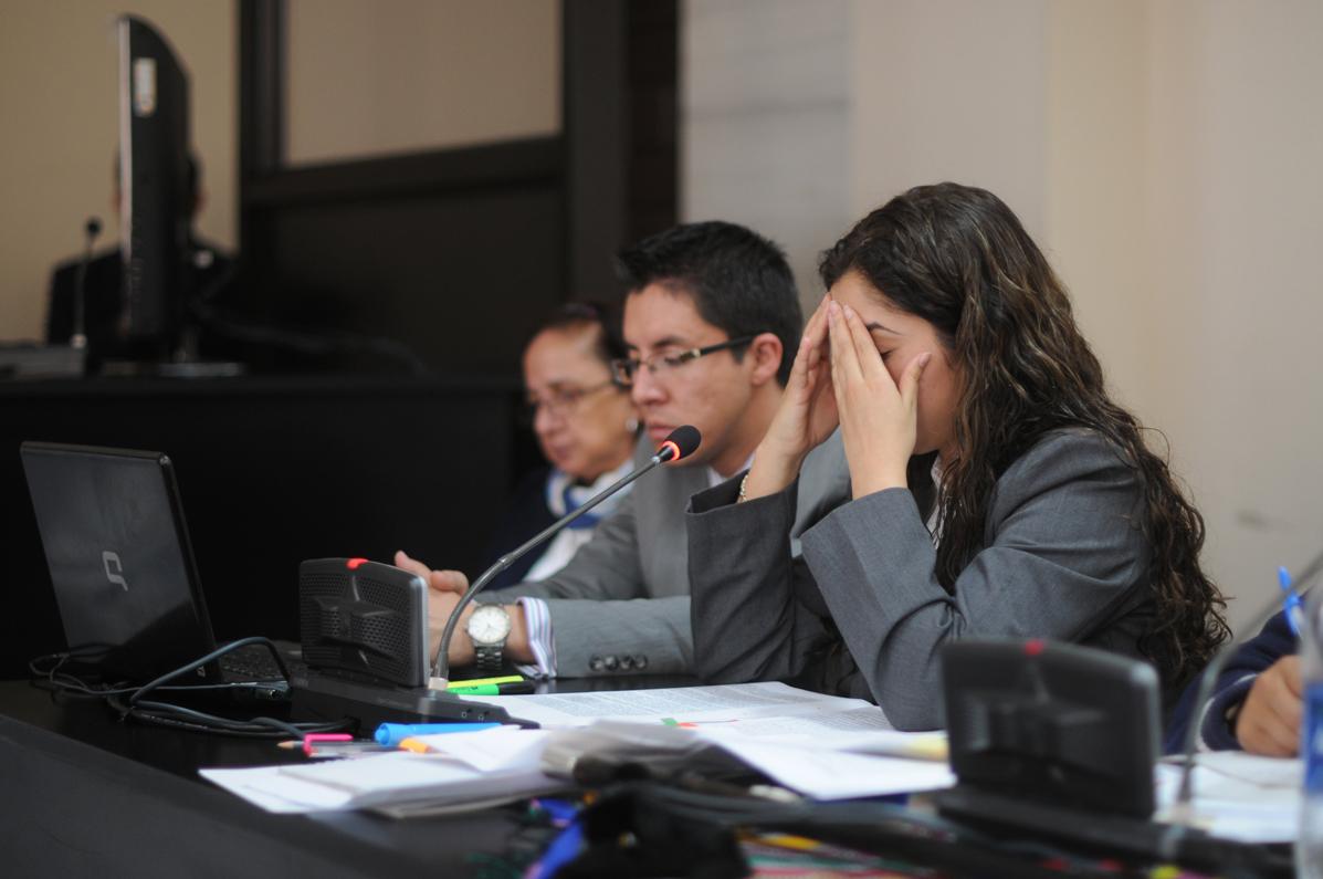 La juez Flores llama la atención a la fiscal del MP.