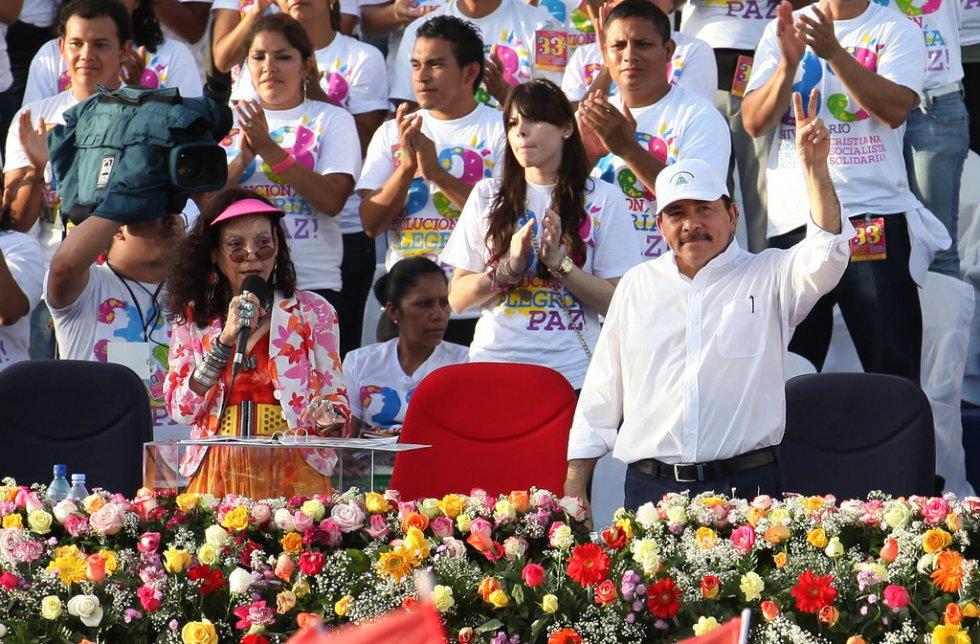 Rosario Murillo y Daniel Ortega proclaman que Nicaragua vive una segunda etapa de la revolución.