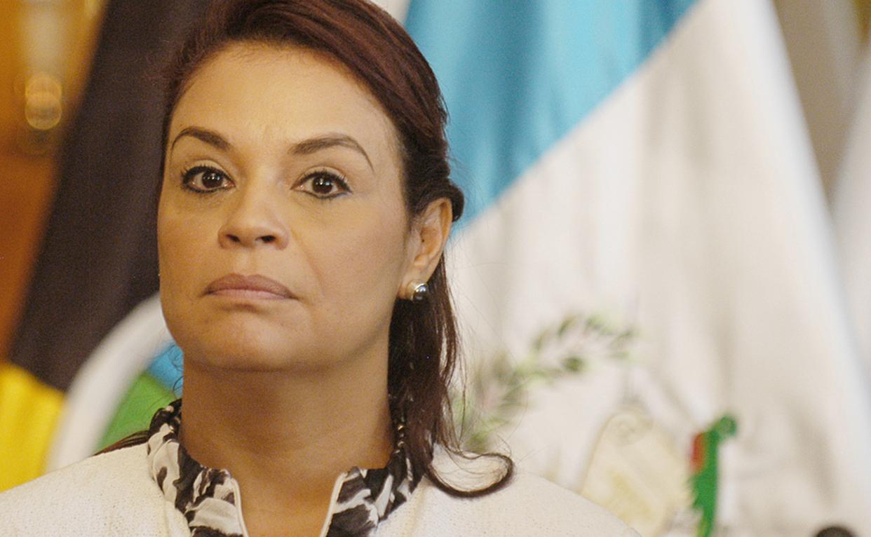 """elPeriódico calificó a Herrera como el """"narco-operador"""" de Pérez Molina, y señaló sus relaciones con Baldetti. La implicación es que la vicepresidenta puede tener sus propios intereses que protegerse de una fiscal general agresiva como Paz y Paz."""