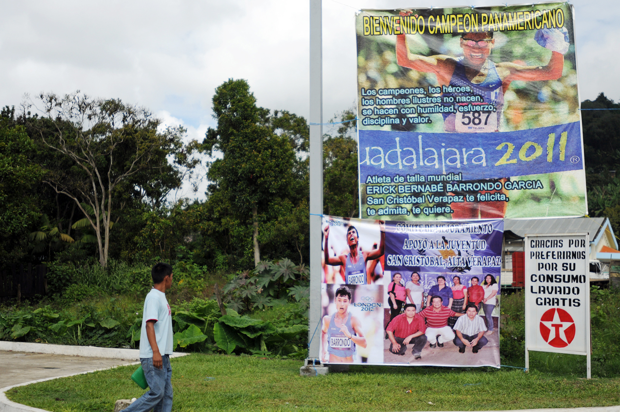 En la entrada de San Cristóbal le dan la bienvenida a Barrondo.