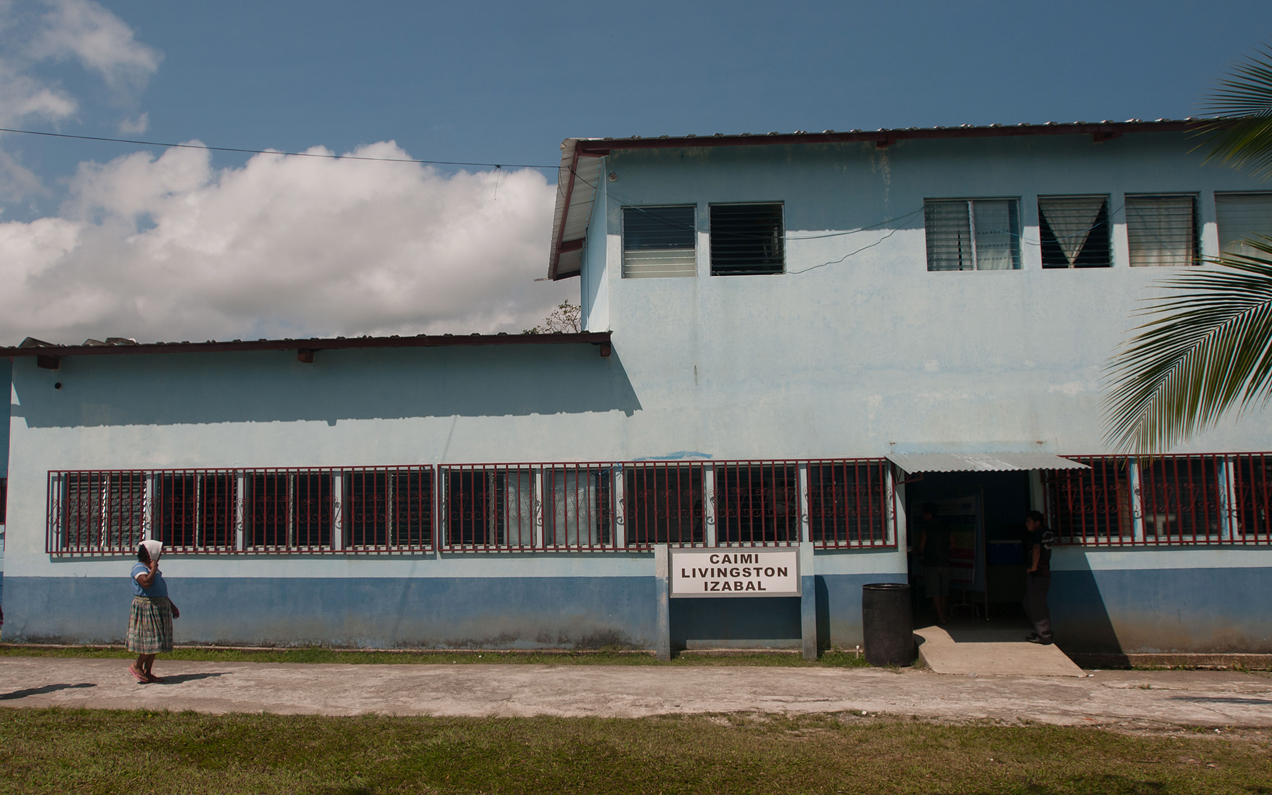 El centro de salud de Livingston no cuenta con equipo médico adecuado para casos de emergencia.