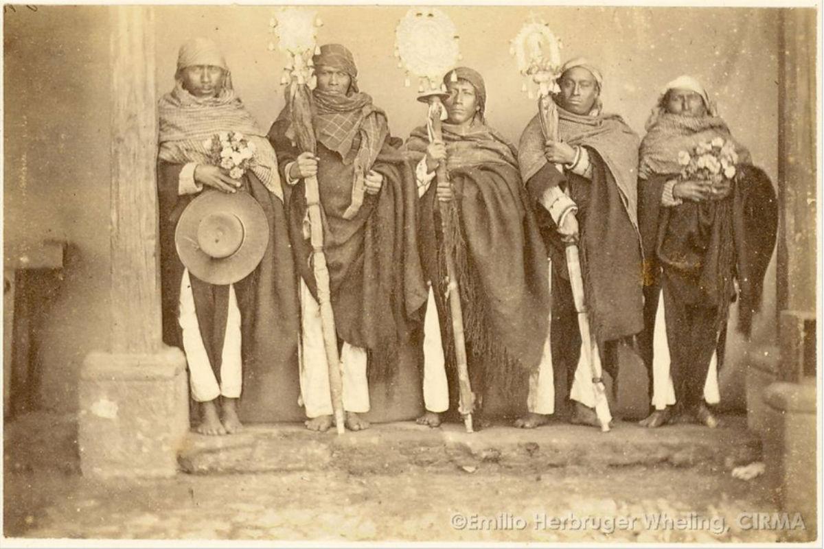 Tarjetas de Visita de indígenas mayas-kaqchikeles, tzutujiles y kiche's de Guatemala a finales del siglo XIX.