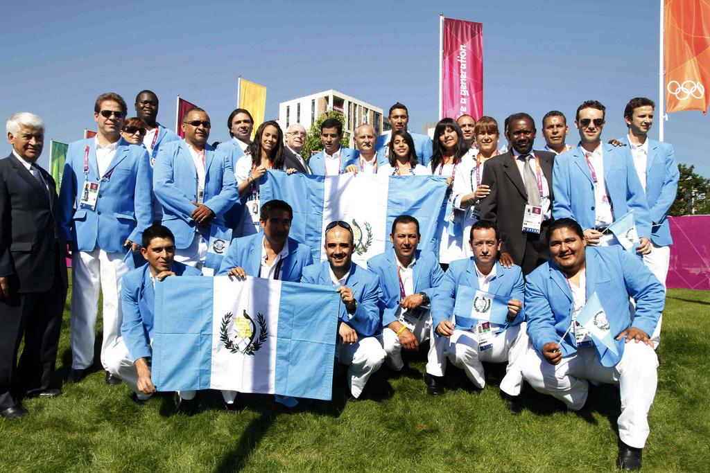 Atletas y directivos del Comité Olímpico en la Villa Deportiva de Londres.