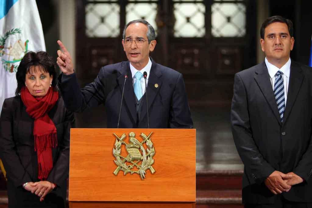 Álvaro Colom dio una declaración pública sobre las investigación de la CICIG en el caso Rosenberg. Lo acompañaron Sandra Torres y Gustavo Alejos.