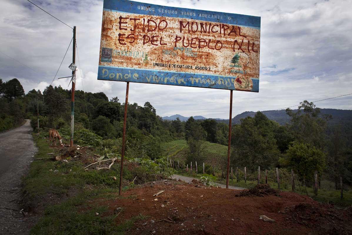 Rótulo en el cantón Xecax, periferia de Nebaj.