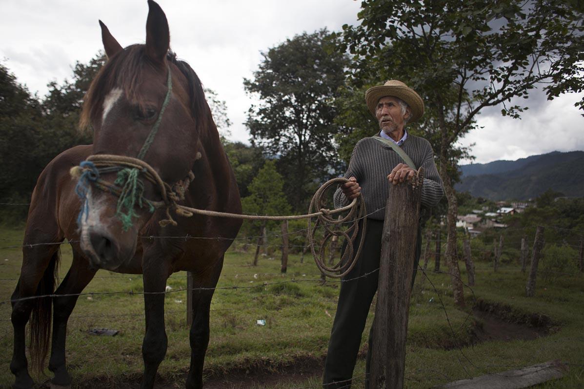 Vicente de León, de 68 años. Permaneció escondido en la montaña por cinco años. Regresó a Tzalbal en 1984 y trabajó como patrullero hasta la firma de los Acuerdos de Paz.