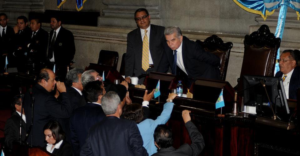 Los jefes de bloque se acercaron al presidente del Organismo Legislativo, Luis Rabbé, para que diera inicio con la plenaria.