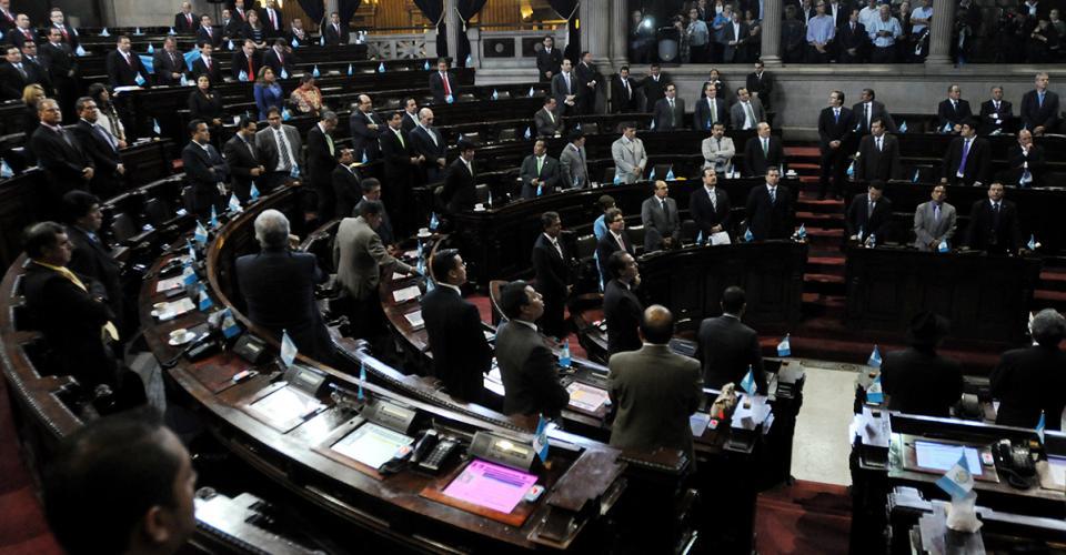 Más de 105 diputados iniciaban la sesión.
