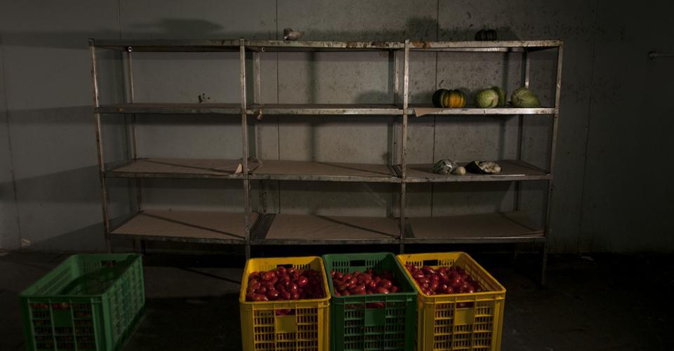 Un güicoy, tres repollos y tomates era lo que había en el almacén de alimentos del hospital San Juan de Dios.