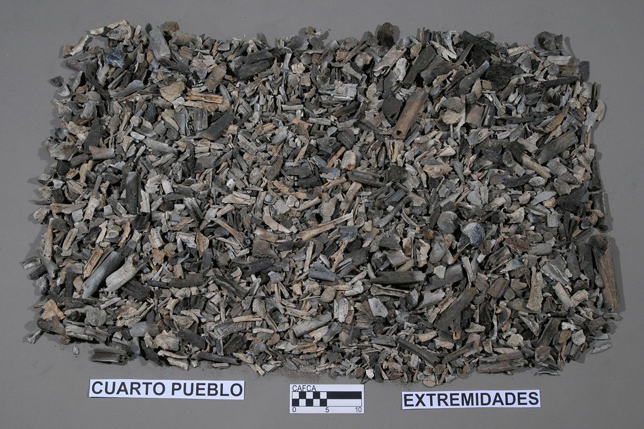 Restos quemados de victimas fallecidas en la masacre de Cuarto Pueblo.