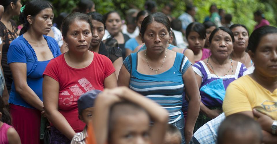 Los comunitarios dependen del río La Pasión para subsistir. De ahí muchos obtienen su alimento básico y agua para sus actividades cotidianas (beber, bañarse, lavar la ropa…).