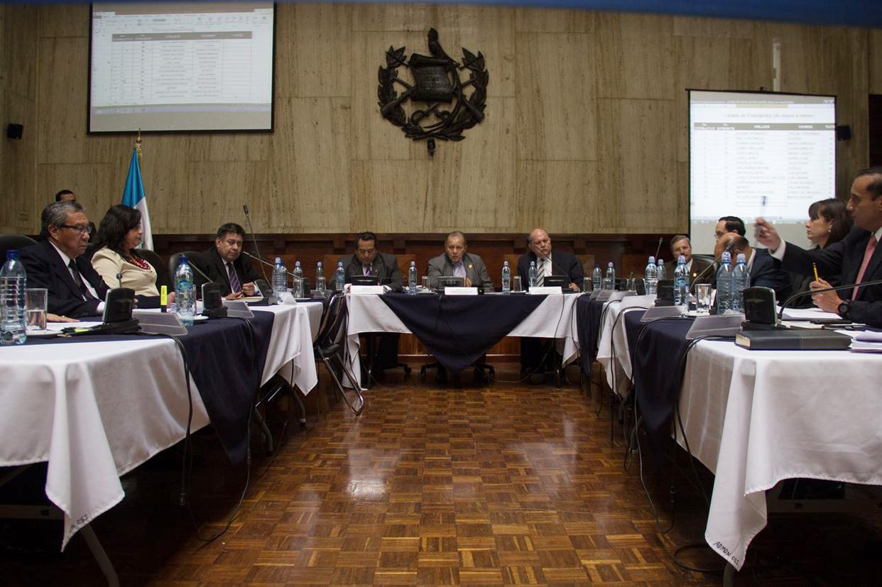 Los integrantes de la comisión de postulación.