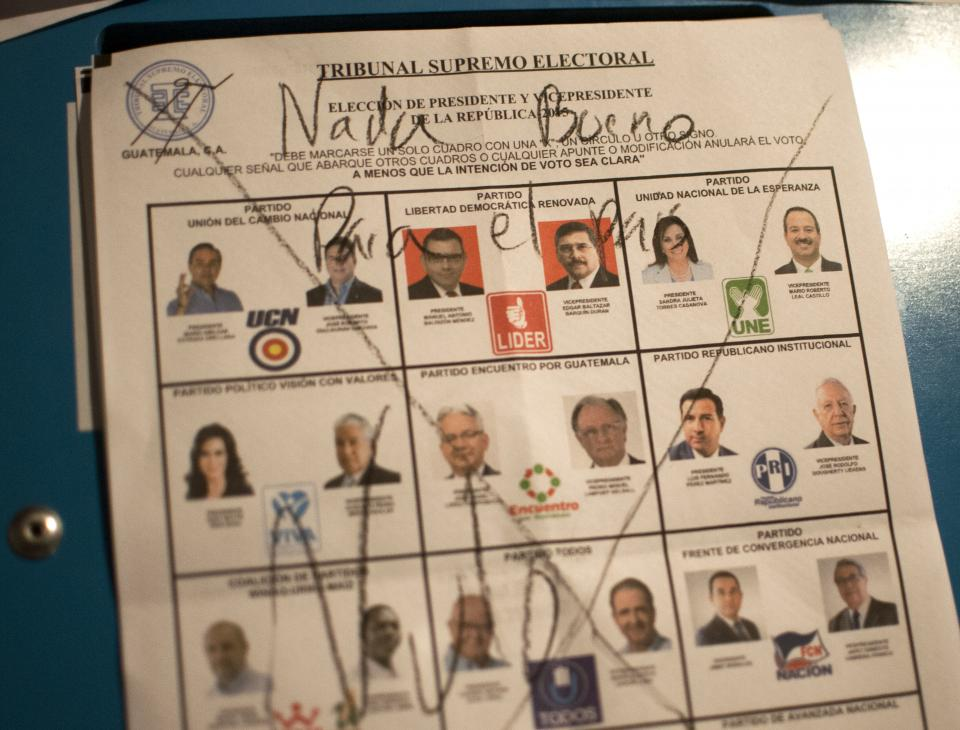 """""""Nada bueno para el país"""", escribió un votante en la papeleta para presidente y vicepresidente. [Sandra Sebastián]"""