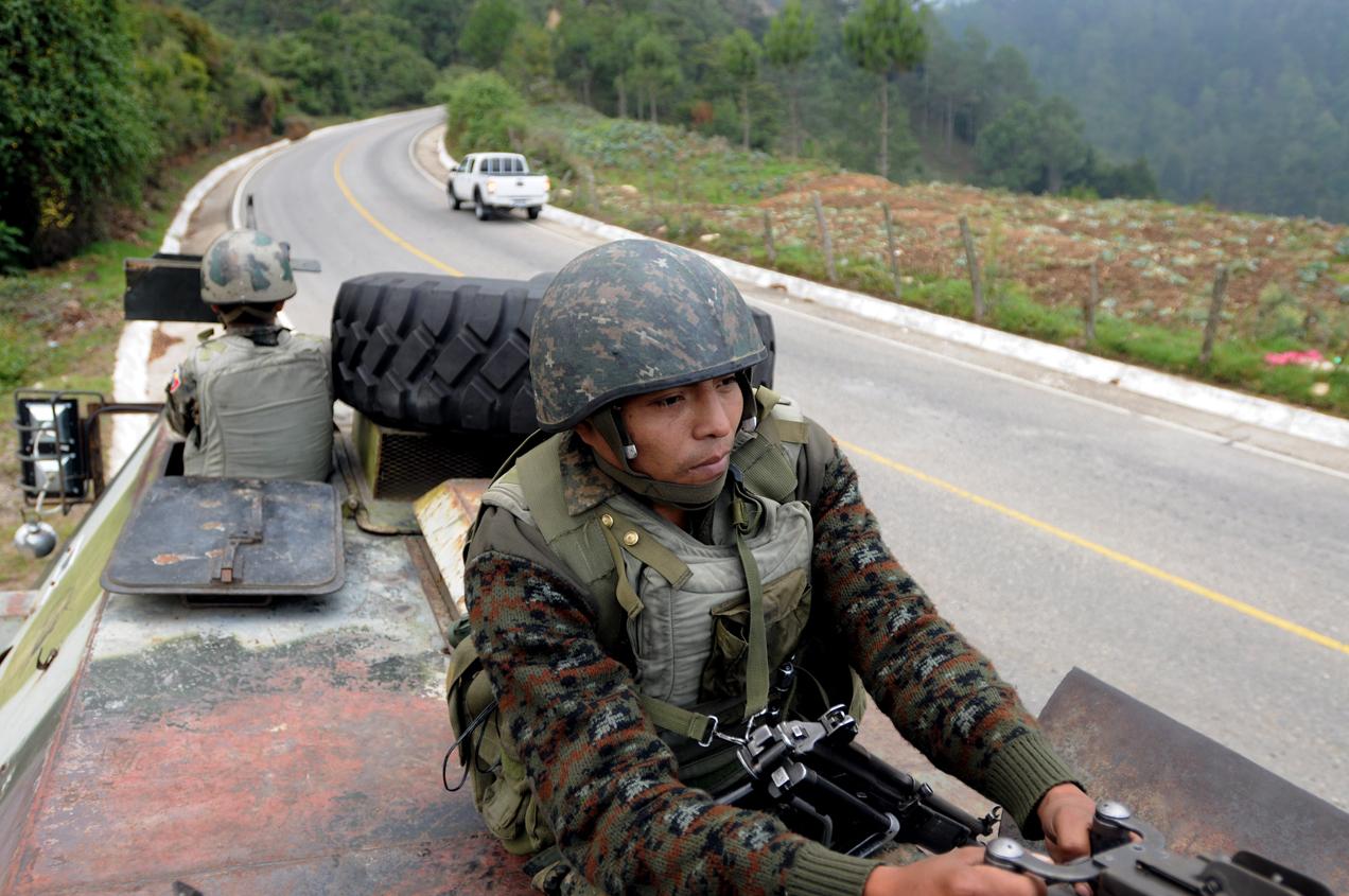 Tanques de el ejército se desplazaban en los municipios en estado de sitio.