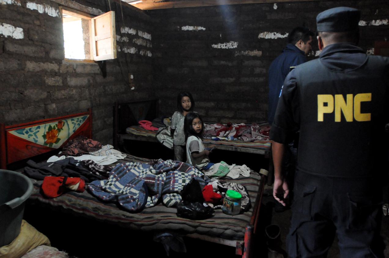 La Policía Nacional Civil y el Ministerio Público realizaron varios allanamientos en la comunidad.