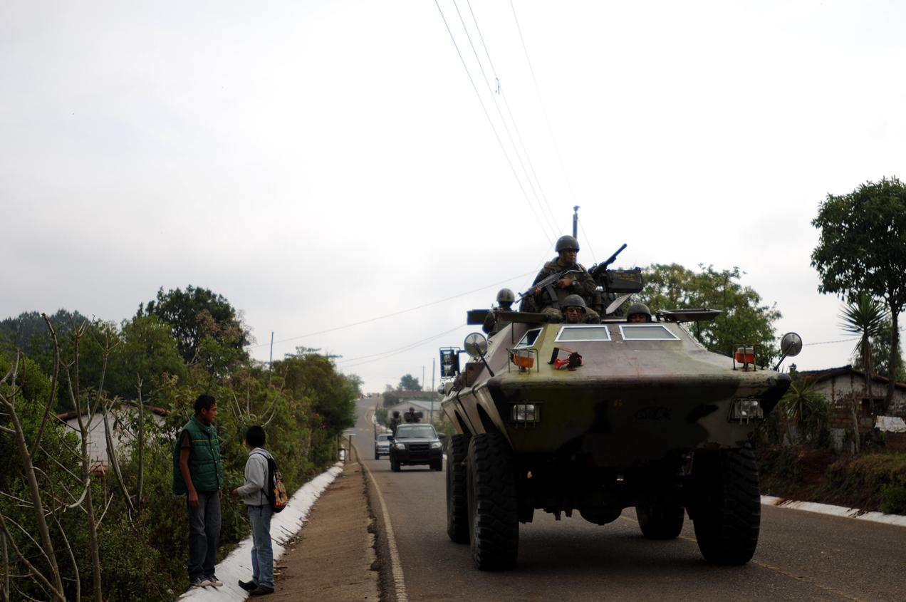 El gobierno justificó el estado de sitio aduciendo una gran criminalidad en la zona y acusó al movimiento anti minería de estar ligado al narcotráfico.