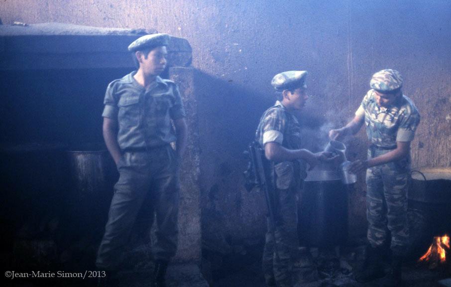 Jóvenes reclutas indígenes en Nebaj, Quiché.