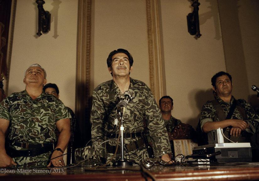 Conferencia de prensa dada por la junta militar que tomó el poder en marzo de 1982.