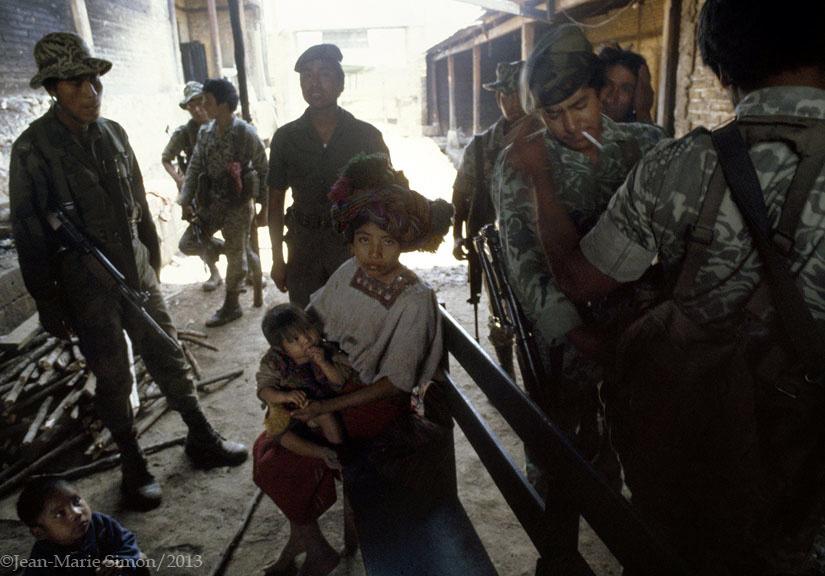 Viuda y niños capturados en Chajul, Quiché.