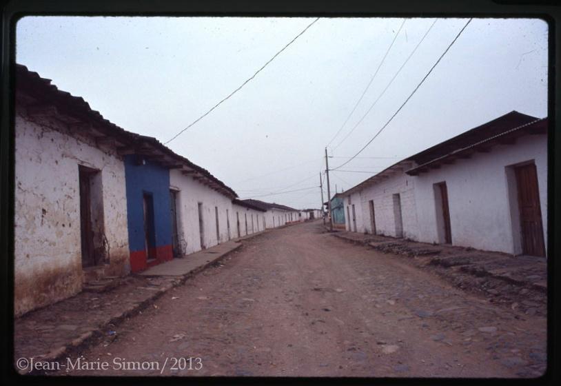 Aldea Chiché, Quiché, abandonada después de la ocupación militar en la provincia.