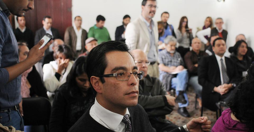 Juan Luis Font durante la conferencia de prensa en donde varios columnistas pidieron el respeto a la libertad de expresión.