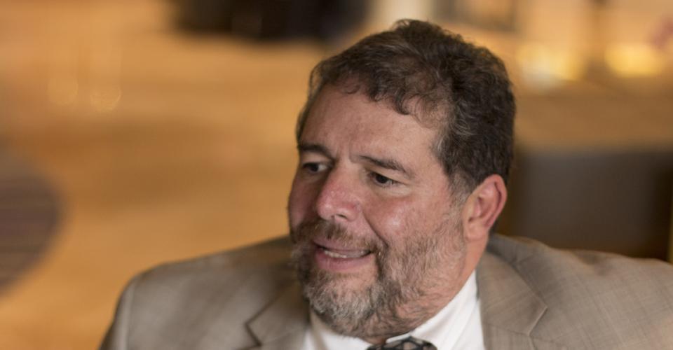 El académico colombiano Luis Jorge Garay Salamanca es uno de los pioneros en el estudio de crimen organizado.