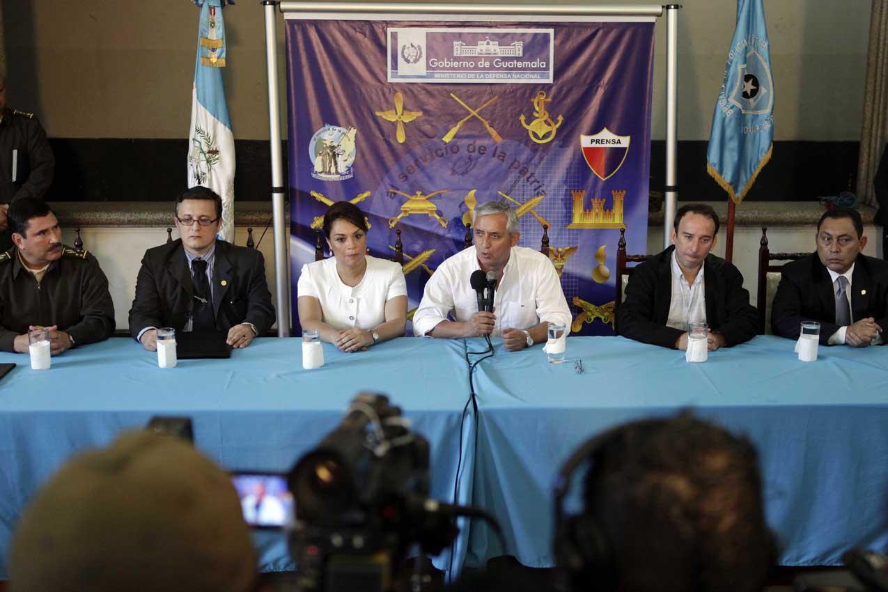Otto Pérez, miembros de su gabinete y el procurador de derechos humanos en conferencia de prensa.